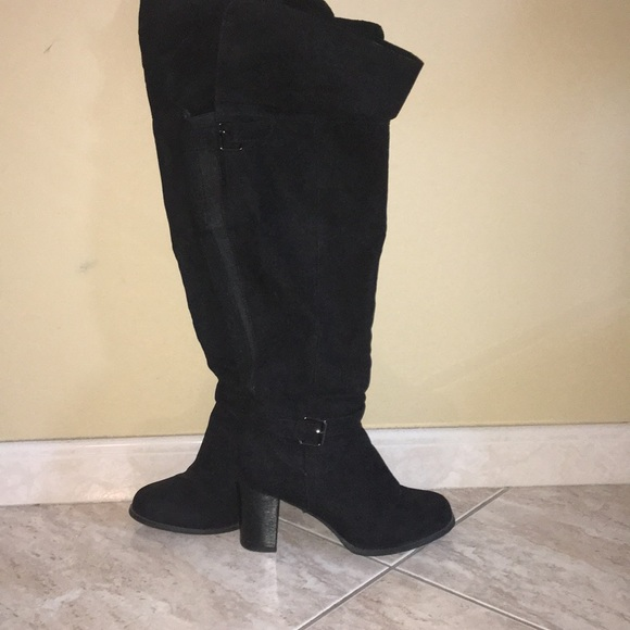 6096d690a28 Torrid Thigh High Boots - Wide Calf Size 9. M 5abd6fb5b7f72b25e63799c9